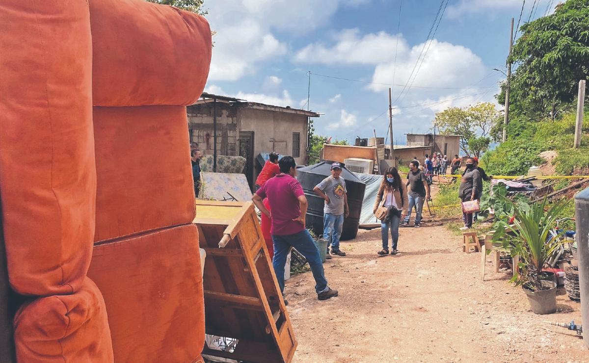 Desalojan a otras 50 familias por peligro de derrumbe en cerro en Morelos