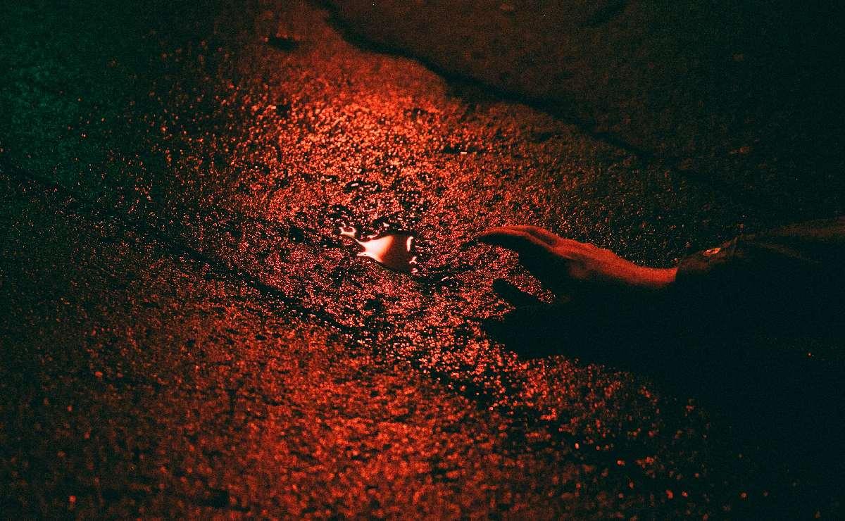 Abandonan cadáver de nalgas en Nezahualcóyotl, esto encontraron a su lado