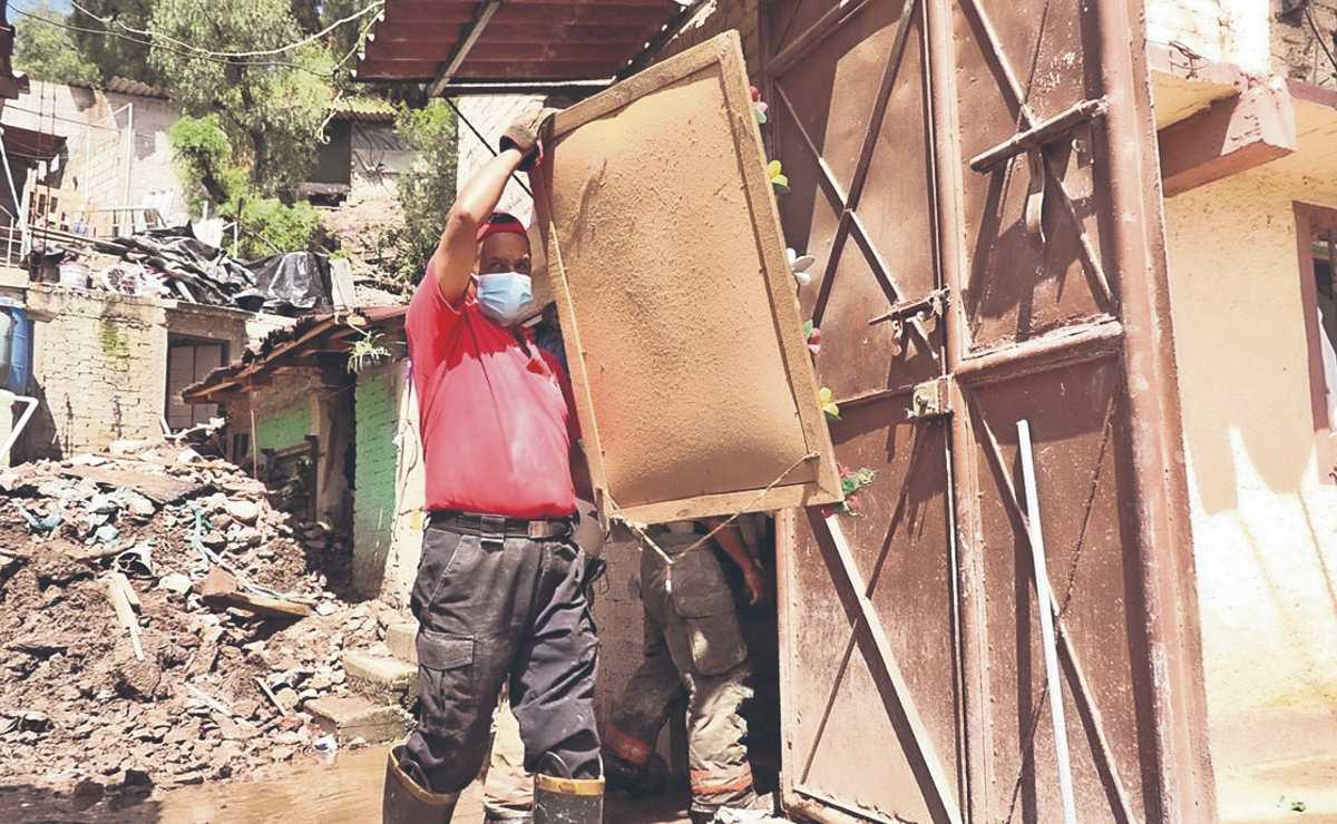 Por riesgo de derrumbe, 31 habitantes de Ecatepec son desalojados de sus viviendas