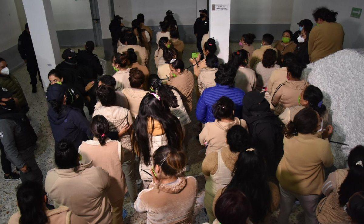Trasladan a reclusas de una cárcel a otra en Edomex, para mejorar su calidad de vida