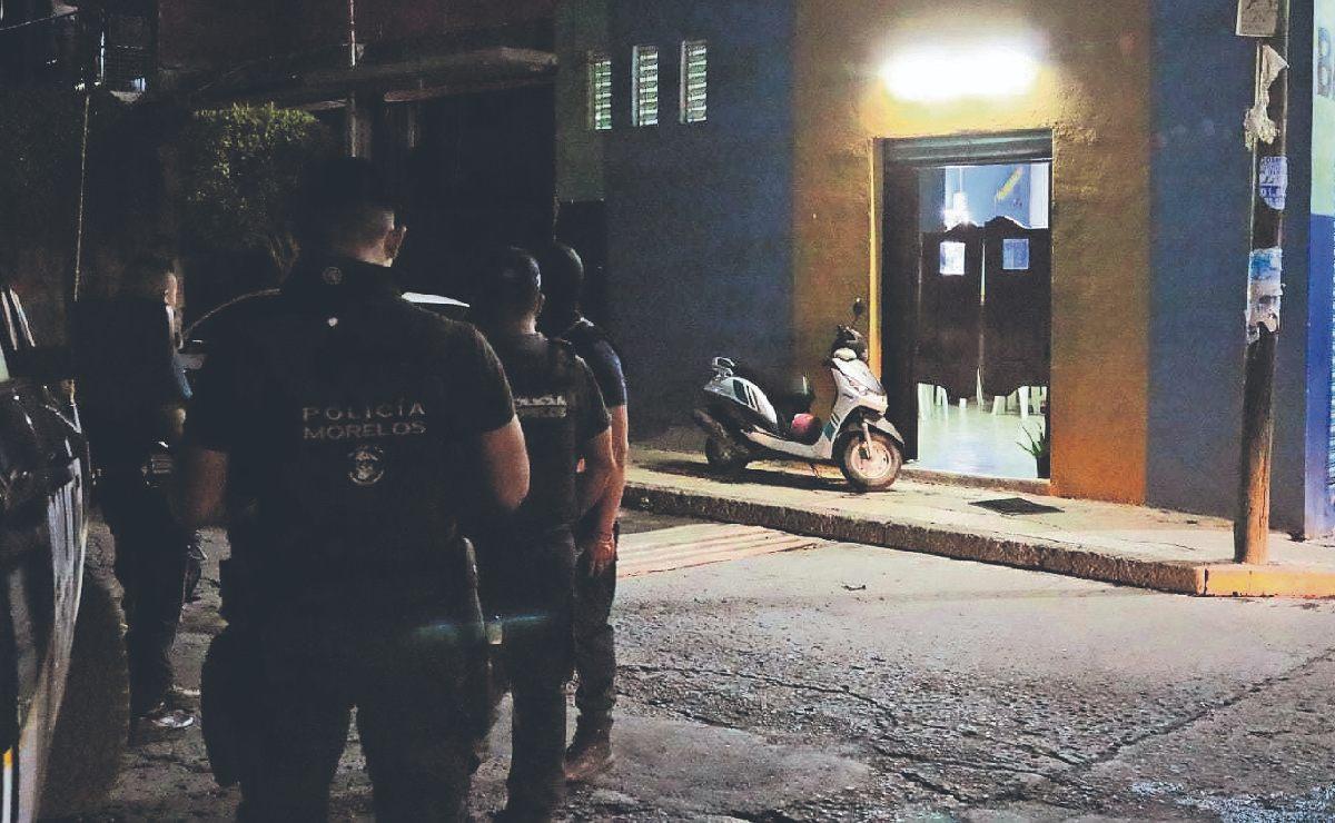 Policías atienden atentado en un bar y de paso se roban las ventas del día, en Morelos
