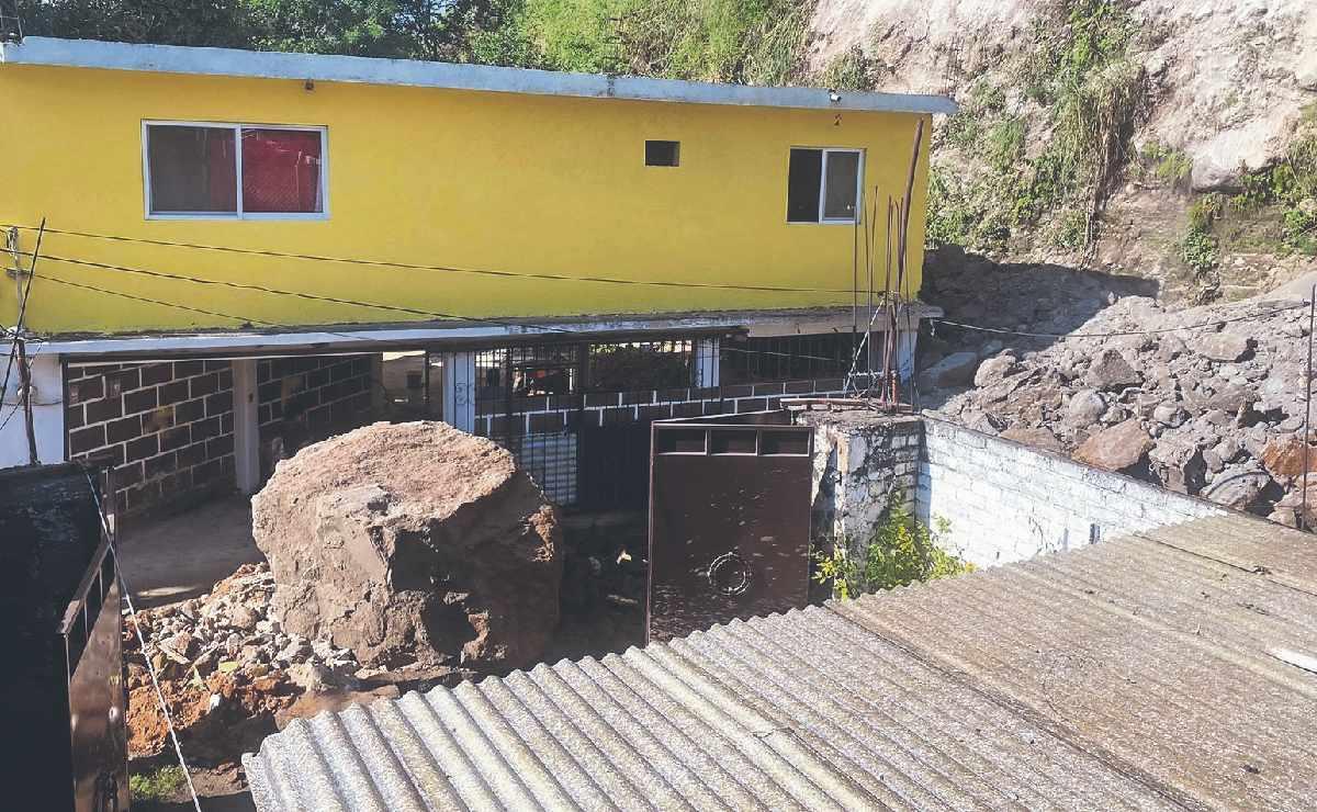 Vecino en Cuernavaca provoca derrumbe y hasta su casa terminó dañada