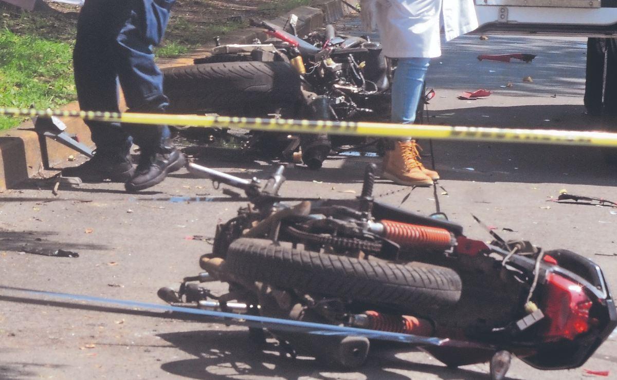 Repartidor en moto da vuelta prohibida y le causa la muerte a otro biker, en CDMX