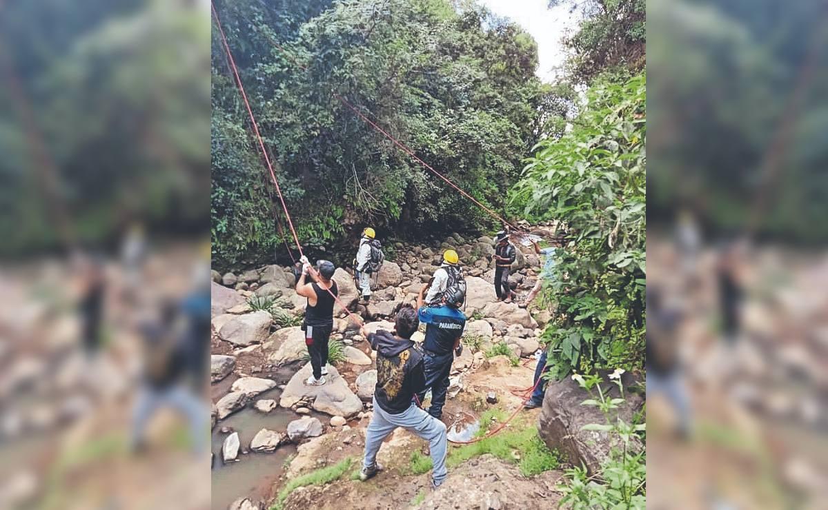 Abuelo fallece tras resbalarse y caer por barranco en Morelos