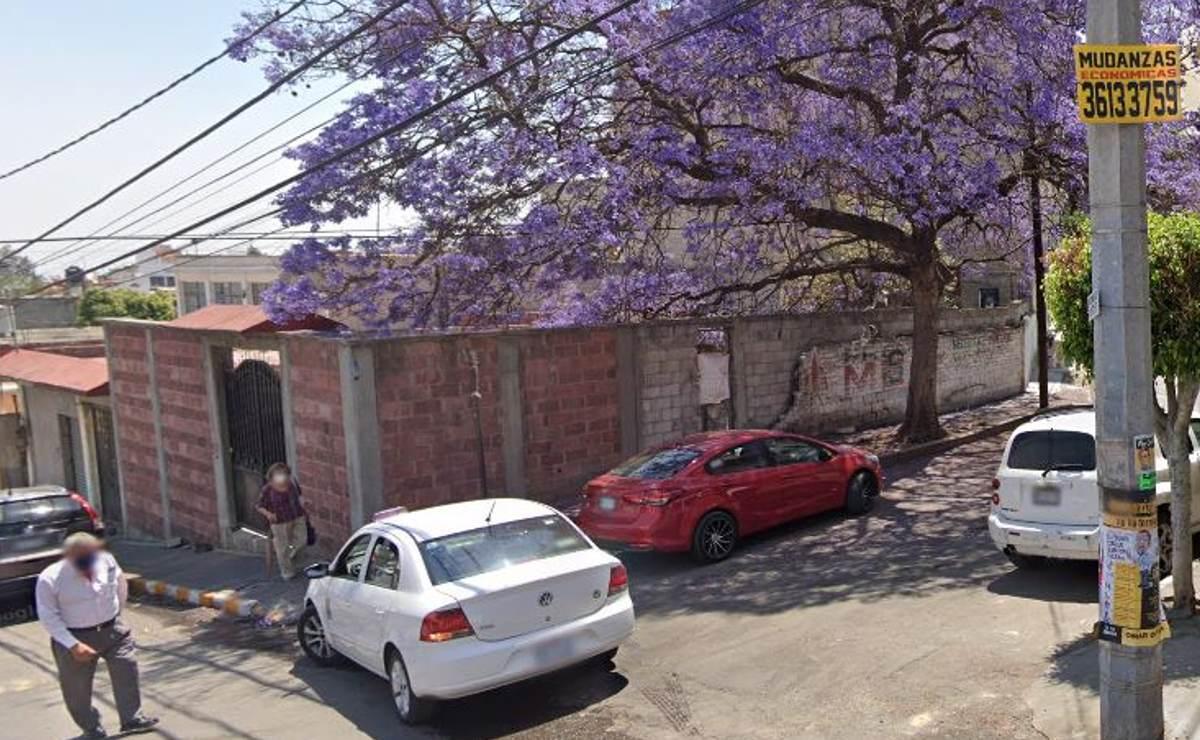 Dejan dos cadáveres con el tiro de gracia dentro de un auto, en Coacalco