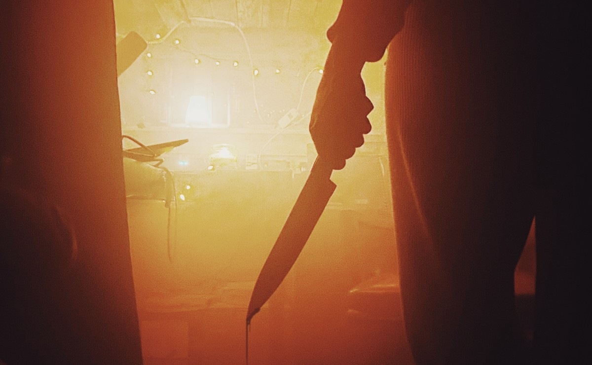 Asesinan a puñaladas a una mujer dentro de su casa en Neza, sospechan de su expareja