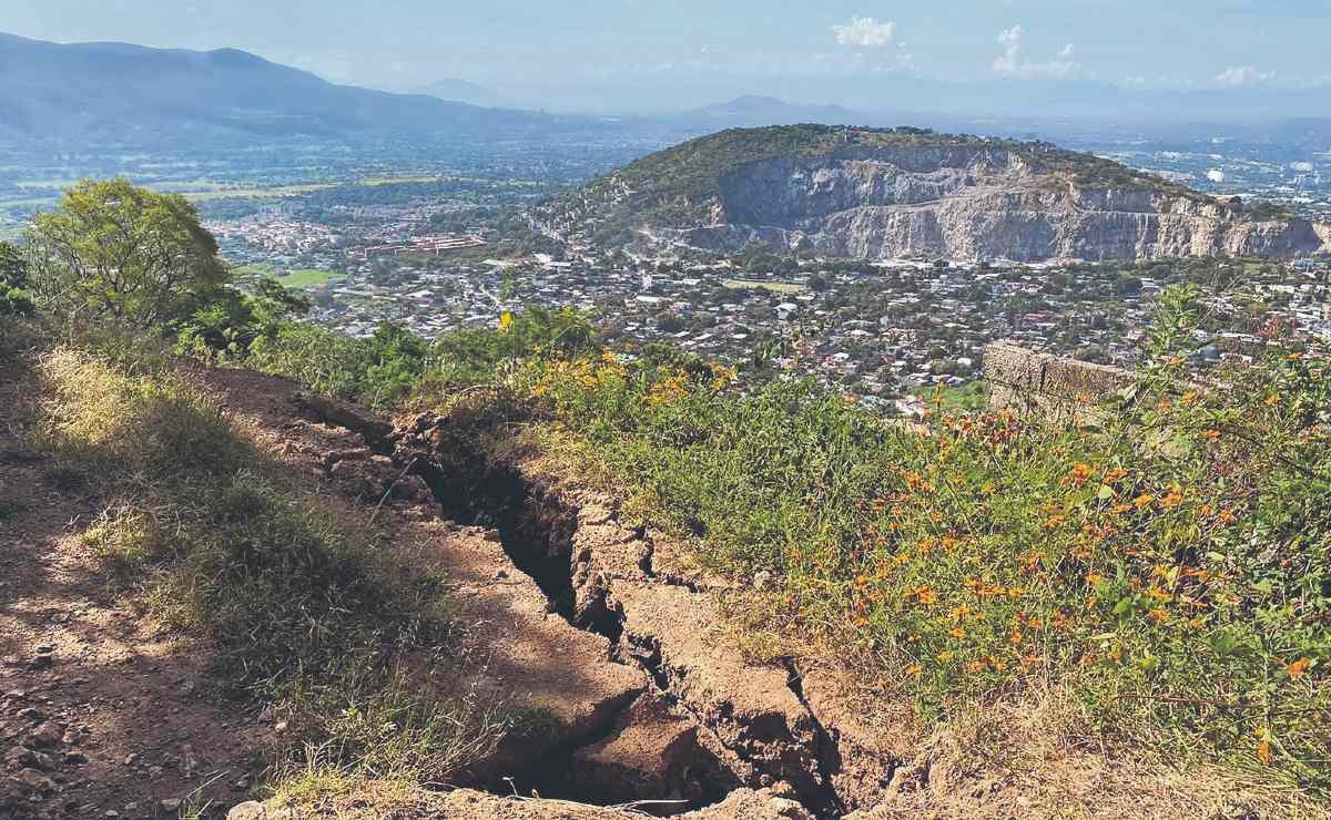 Autoridades esperan dictamen para decidir si desalojan viviendas en cerro de Morelos
