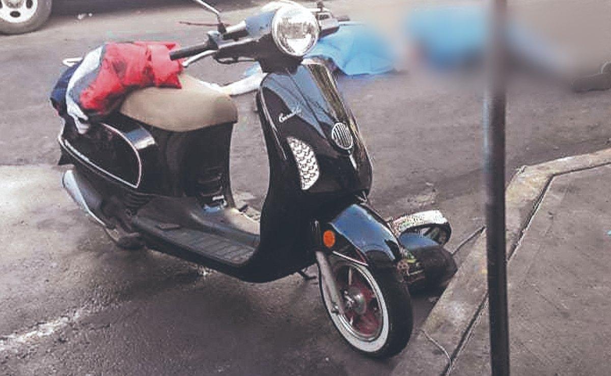 Hermanos que iban en moto mueren juntos, tras pasarles una pipa encima en Iztapalapa