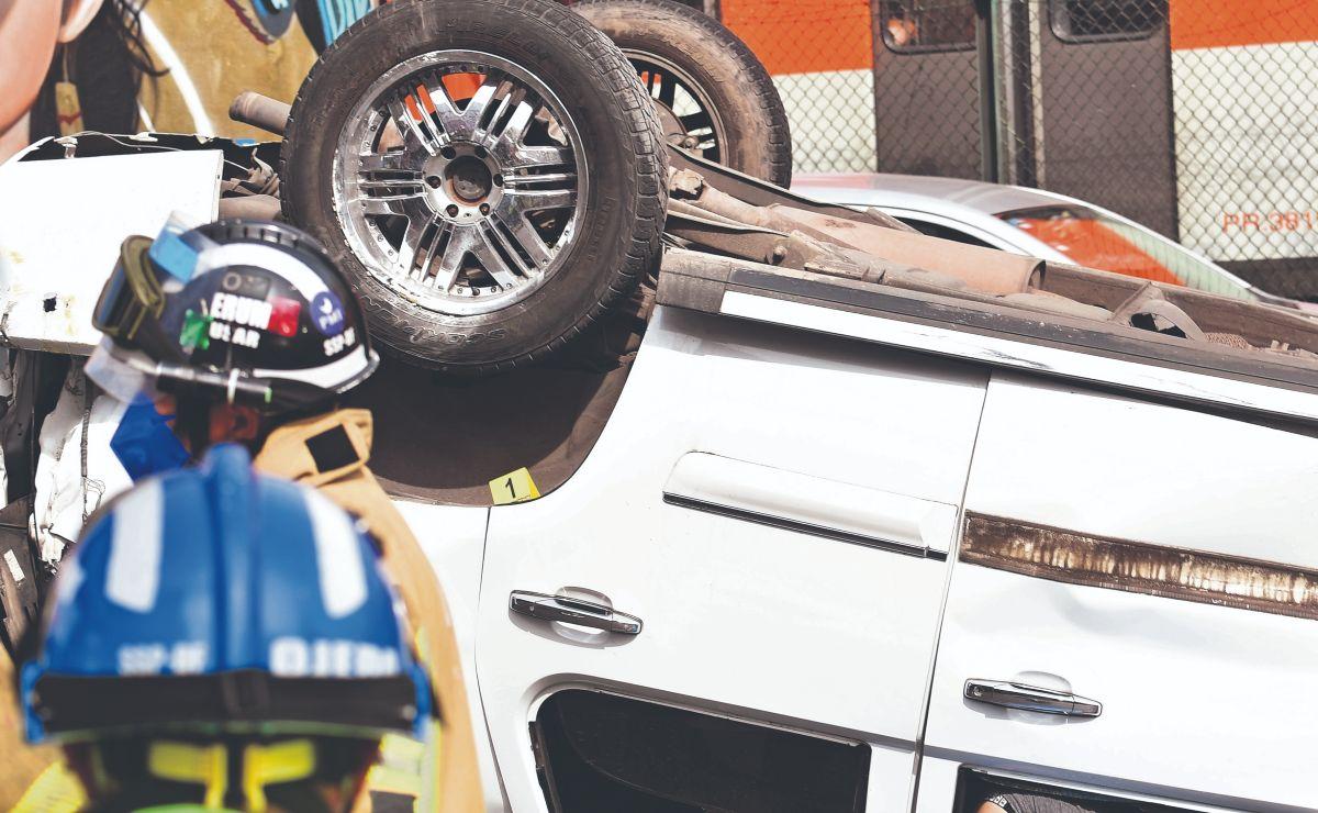 Conductor muere tras volcar su camioneta en CDMX, quiso esquivar un a un tractocamión