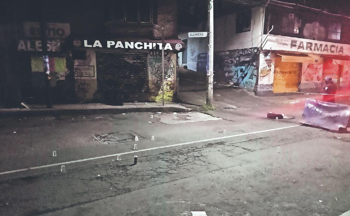Albañil borracho molesta y exige dinero a automovilistas y termina con 4 balazos, en CDMX