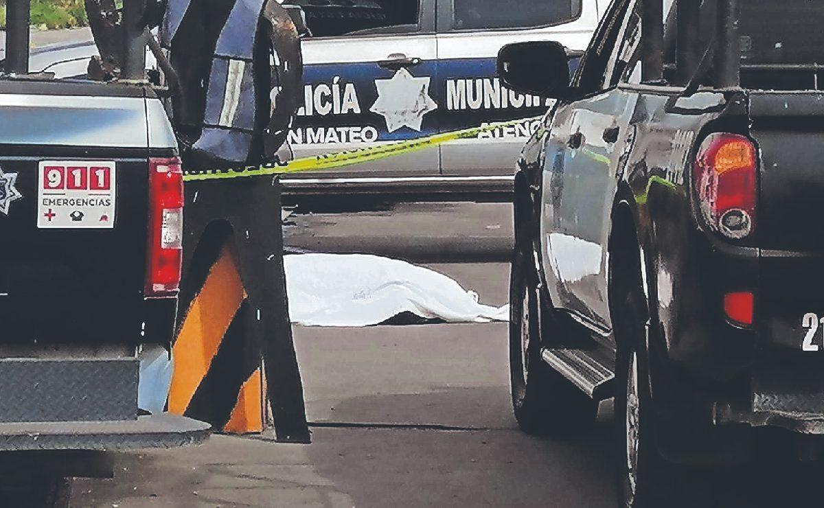 Automovilista se pelea con policía en plena calle y uno muere acribillado, en el Edomex