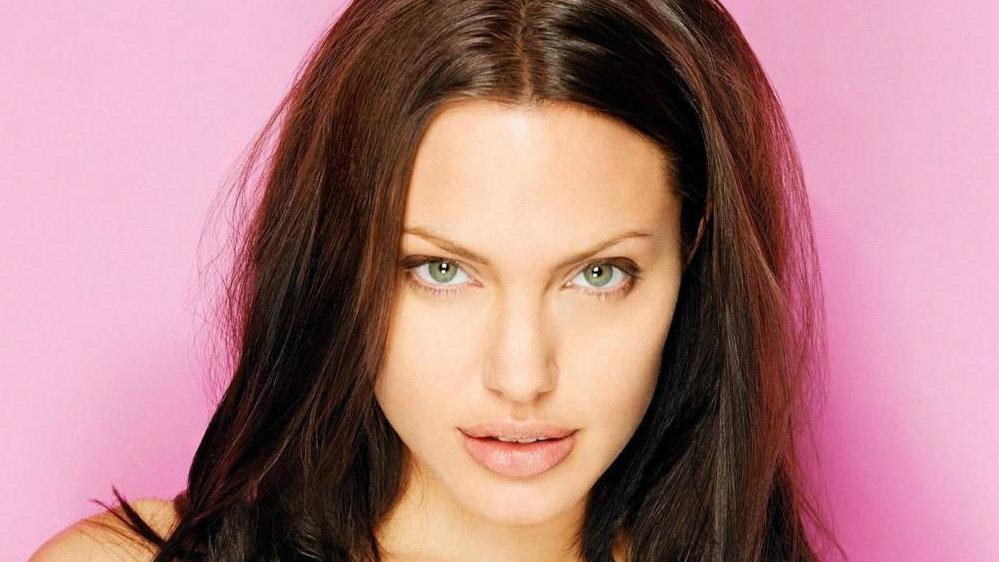 Angelina jolie sin ropa fotos 13
