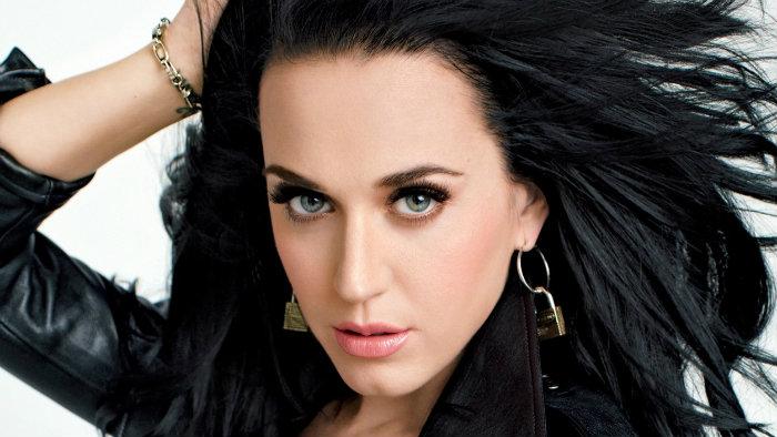 Katy Perry reconoce que le hace falta hacer ejercicio