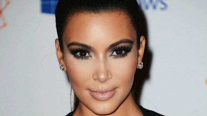 "Kim Kardashian muestra sus atributos delanteros ""por accidente"""