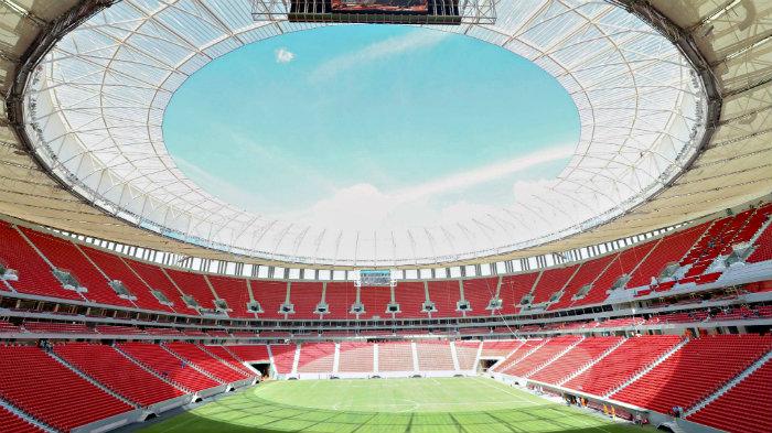 Goteras en el millonario estadio de Brasil ponen en riesgo el Mundial