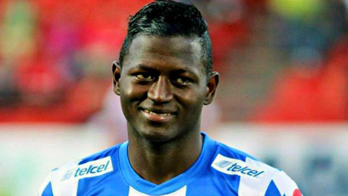 Futbolista insulta a aficionados en Twitter