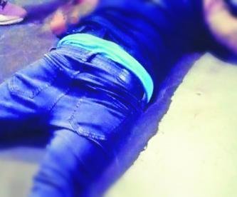 asesinan a tatuador por negarse a dar cuota derecho de piso balazo por la espalda en su estudio