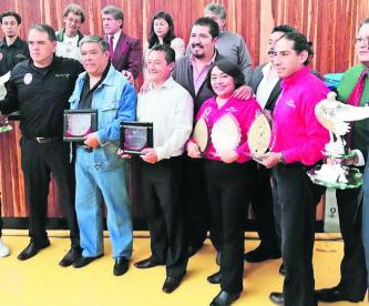 """Sergio Cervantes recibe el Premio Nacional de Lima Lama """"Guerrero Águila"""""""