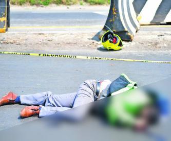 Muere motociclista Choca contra muro Edoméx