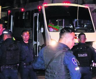 Disparan cuernos de chivo pasajeros Cuernavaca