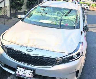 Mujer vuelca su auto Uso de celular Morelos