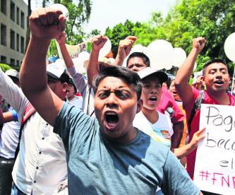 Manifestación Exigen pago de beca Bienestar AMLO CDMX