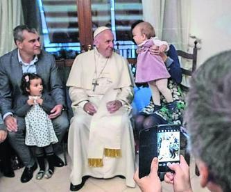 Curas casados podrían ser sacerdotes