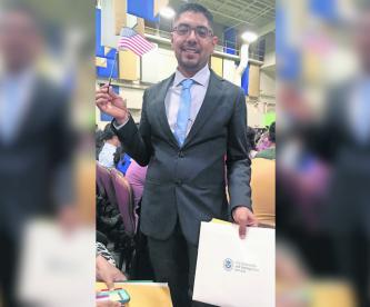 Abogado mexicano indocumentado vence