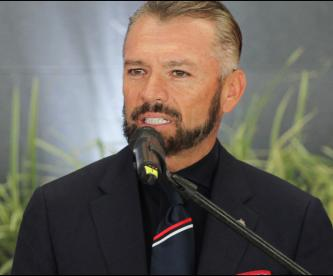 José Luis Higuera se va de las Chivas
