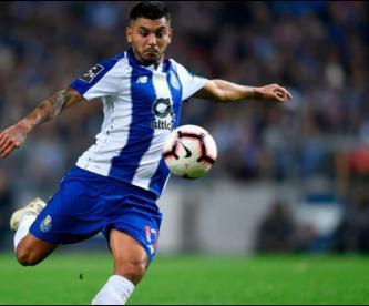 """""""Tecatito"""" Corona, uno de los capitanes del Porto"""