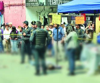 Motosicarios matan a hombre y ciudadanos tratan de evitar su detención en CDMX
