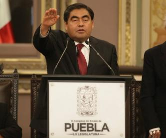 Miguel Barbosa toma protesta como gobernador de Puebla