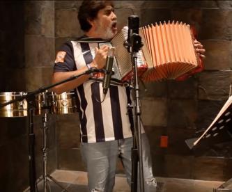 El día que Celso Piña le cantó a Rayados de Monterrey