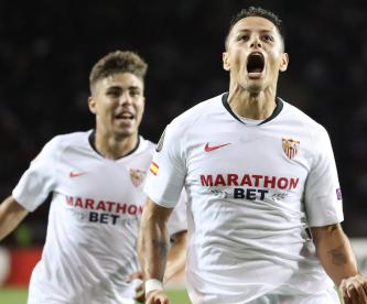 """Chicharito"" anota golazo con el Sevilla en Europa League"