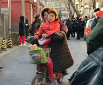 Rocían sosa cáustica kínder China