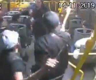 Captan violento enfrentamiento entre pasajeros de transporte público en Jalisco