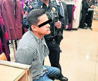 Detienen a policía de CDMX robando compresora de agua en pleno 'Buen Fin'