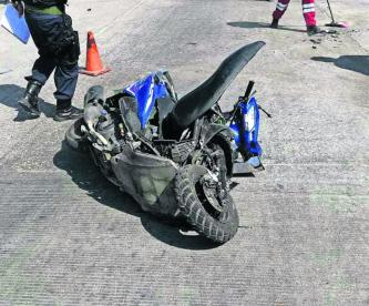 Automovilista embiste a motociclista en avenida de Morelos; agresor logra escapar