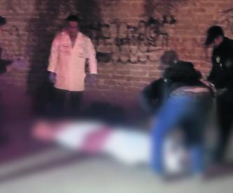 Asesinan a hombre de ocho disparos en Xochimilco; investigan móvil del ataque