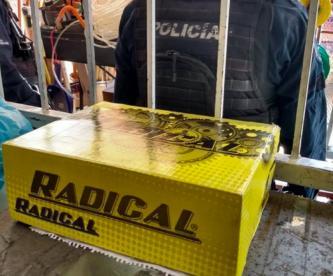 Dejan caja de zapatos con manos humanas adentro, a empleado de ferretería en Morelos