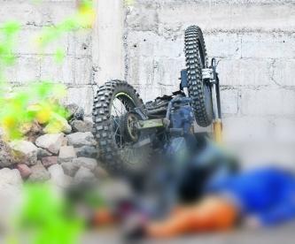 Sicario tumba a balazos a abogado que quedó con llantas de su moto para arriba, en Tláhuac