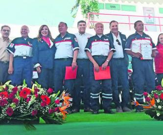 Durante su festejo de 110 años, Cruz Roja reconoce a sus rescatistas veteranos en Edomex