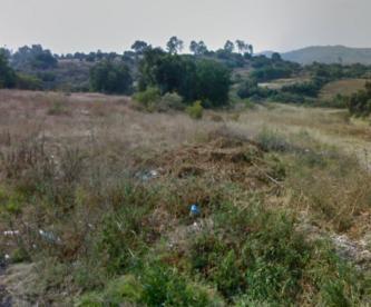 Encuentran cuerpo de joven maniatado en terreno baldío de Texcoco