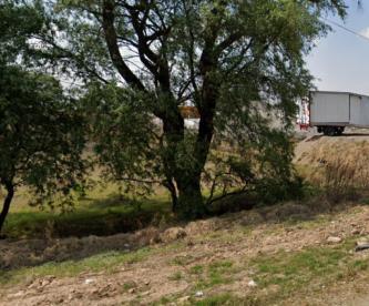 Vecinos someten y golpean a joven acusado de asaltar un microbús, en Edomex