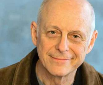 """Muere Mark Blum, actor de la serie """"You"""" por complicaciones derivadas del Covid-19"""