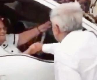 """""""Fue un acto humanitario"""", responde AMLO tras saludar a la madre de """"El Chapo"""" Guzmán"""