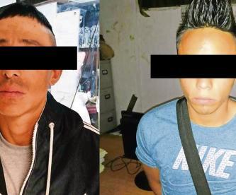 Cachan a dos jóvenes mientras mataban a otro con cuchillo de 30 centímetros, en Neza