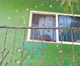 Grupo armado rafaguea fachada de casa con armas de diversos calibres, en Morelos