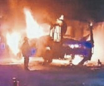 Prenden fuego al autobús del grupo musical 'Apodados', en Guerrero