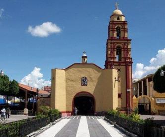 Encuentran hombre tirado afuera de una iglesia ensangrentado en Axochiapan, Morelos